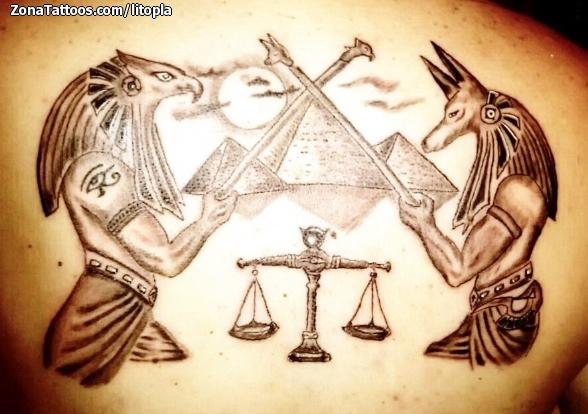 tatuaje de egipcios horus anubis