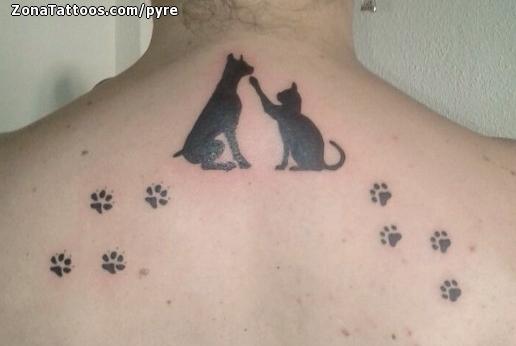 Tatuaje De Gatos Perros Huellas
