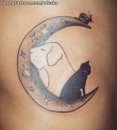 Tatuaje De Lunas Gatos Perros