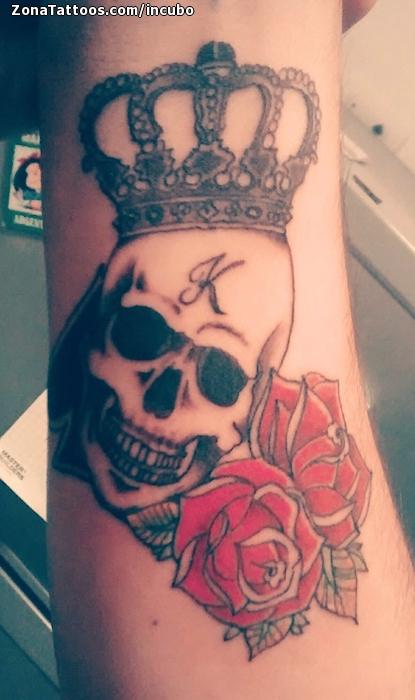 Tatuaje De Calaveras Coronas Rosas