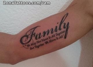 Tatuaje De Familia Letras Brazo