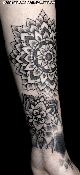 Tatuaje De Mándalas Brazo Antebrazo
