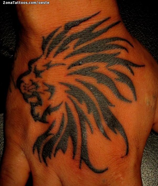 Tatuaje De Leones Tribales Mano