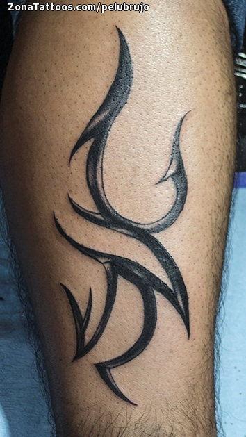 Tatuaje De Tribales Pierna
