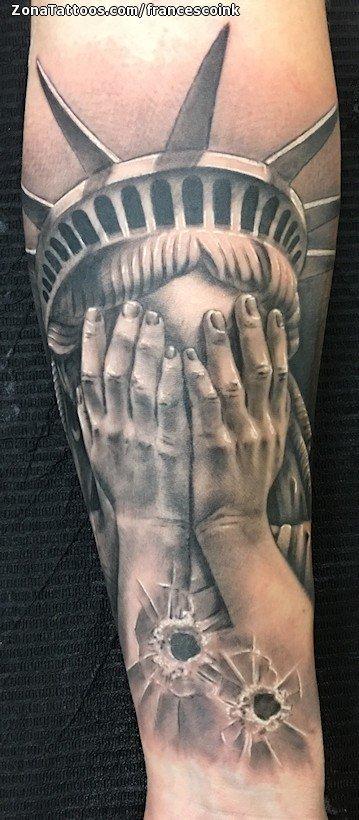 Tatuaje De Estatua De La Libertad Disparos Manos
