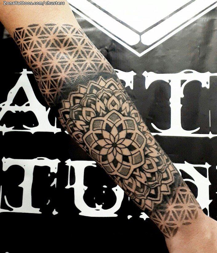 Tatuaje De Mándalas Puntillismo Brazo