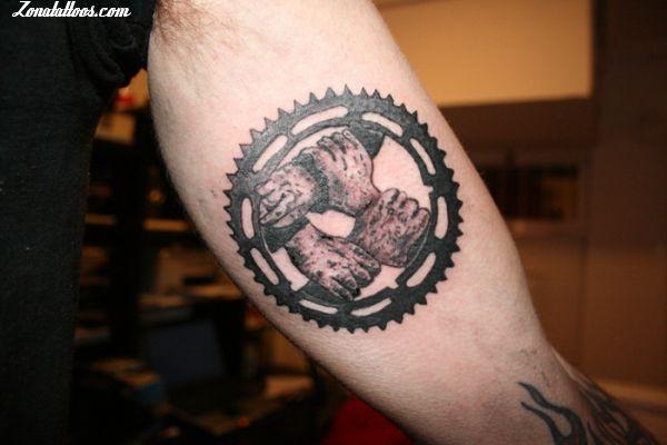 Tatuaje De Engranajes Manos