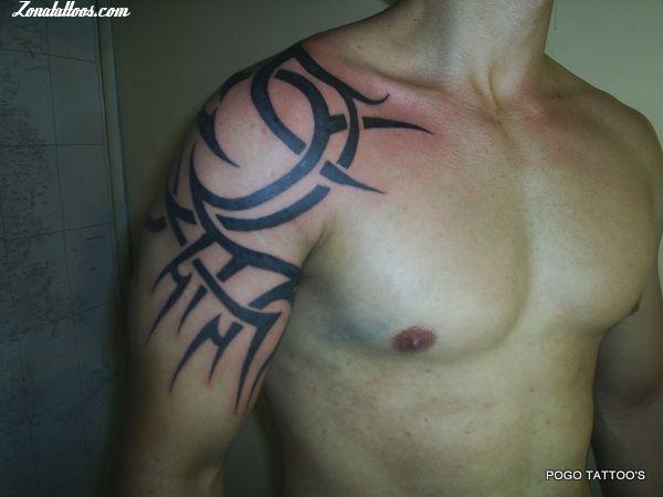 tatuaje letra inglesa. Tatuaje en la espalda de letras chinas