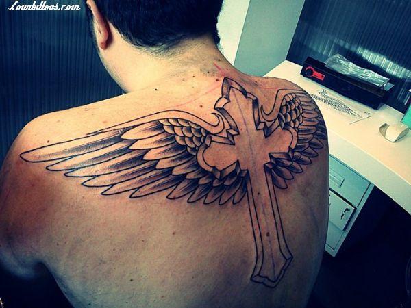 Tatuaje De Alas Cruces Espalda