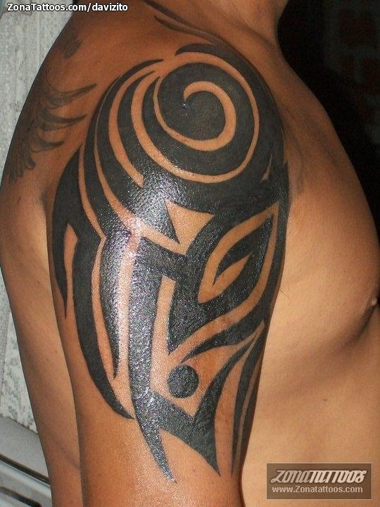 Tatuaje De Tribales Hombro