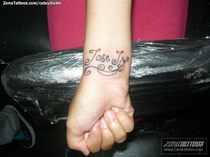 Tenemos El Tatuaje De Nuestro Amgio Alexis Que Consiste En Las Letras