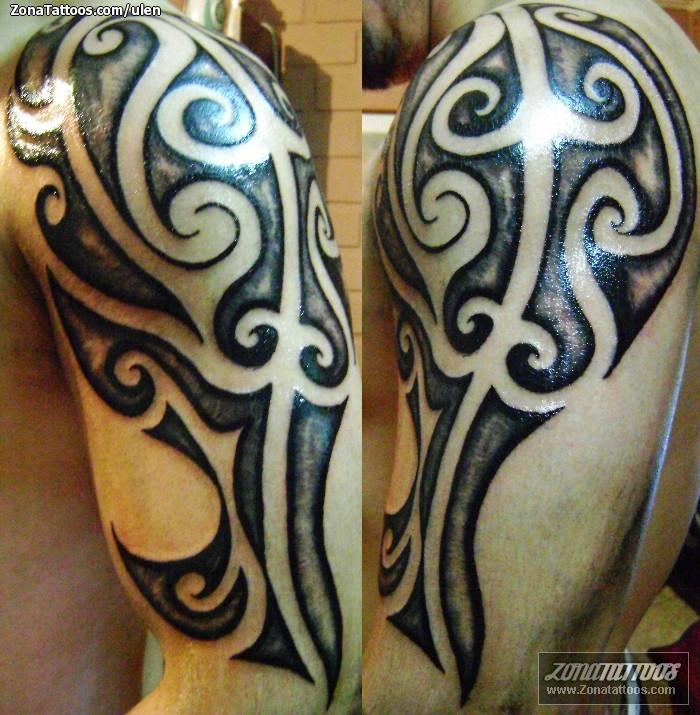 Tatuaje de sol estrella porno en el hombro izquierdo