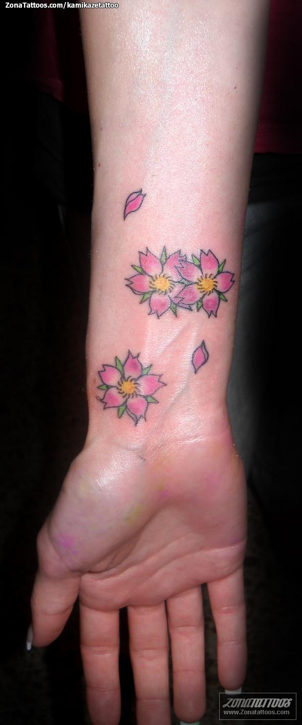 Tatuaje De Almendros Flores Muñeca