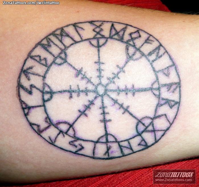 Tatuaje De Símbolos Aegishjalmur Celtas