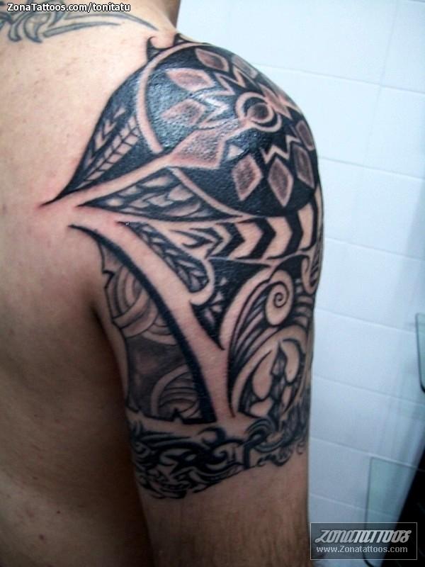 Tatuaje de tonitatu - Hombro Tribales Maoríes