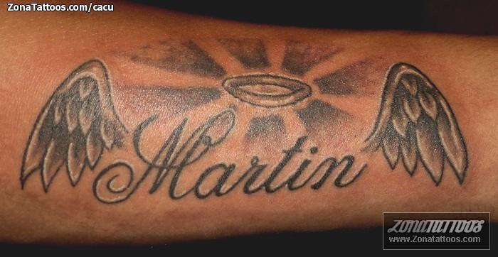 Tatuaje De Nombres Alas Letras
