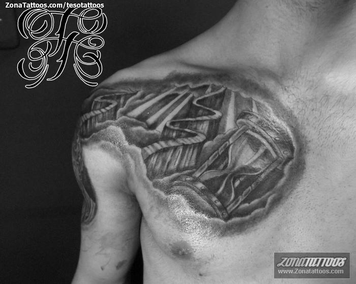 Tatuaje De Religiosos Relojes De Arena Pecho