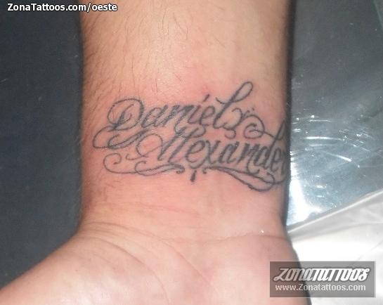 Tatuaje De Nombres Letras Muneca