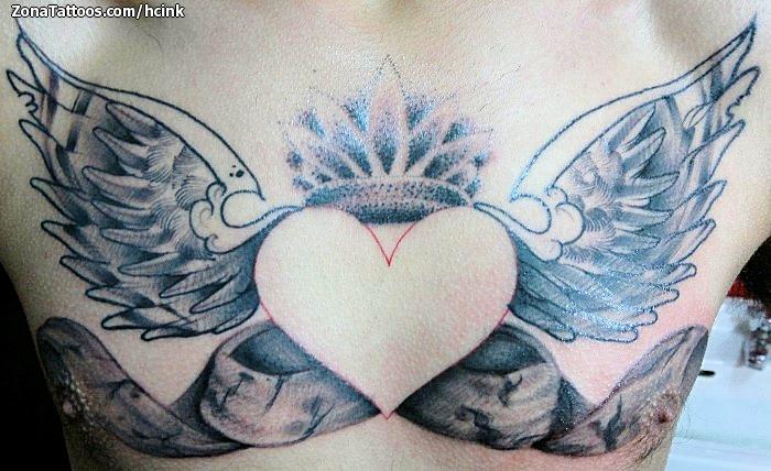Tatuaje De Pecho Corazones Alas