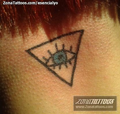 Tatuaje De Ojos Triángulos Nuca