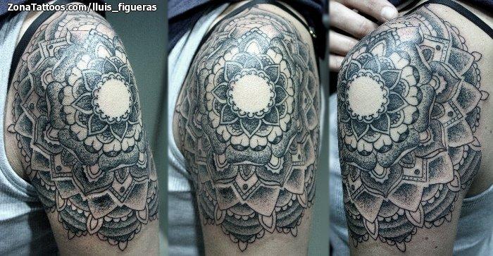 Tatuaje De Mándalas Puntillismo Hombro