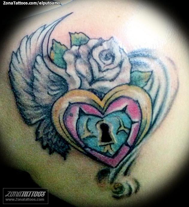 Tatuaje De Corazones Alas Flores