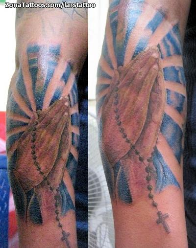Tatuaje De Religiosos Brazo Rezos