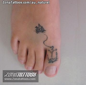 Tatuaje De Anclas Barcos Pie