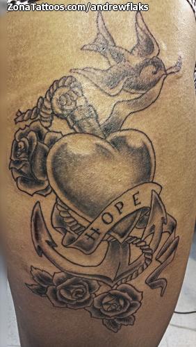 Tatuaje De Old School Corazones Anclas