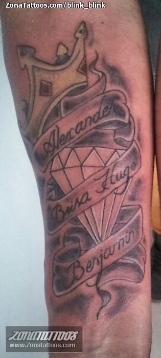 Tatuaje de Pergaminos, Diamantes, Nombres