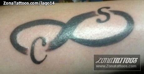 Tatuaje De Infinitos Iniciales Letras