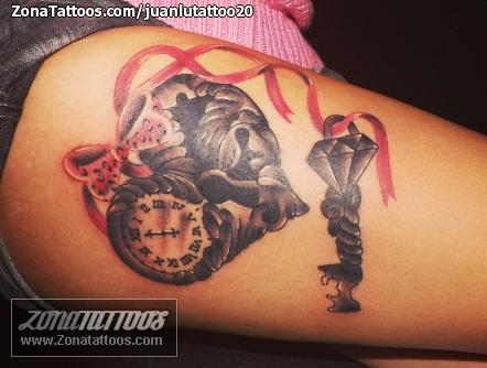 Tatuaje De Corazones Llaves Diamantes border=
