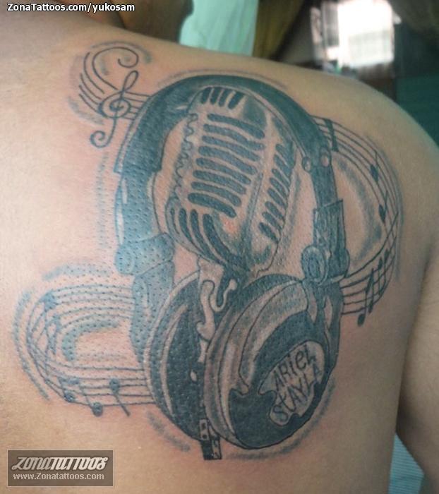 Tatuaje De Micrófonos Auriculares Notas Musicales