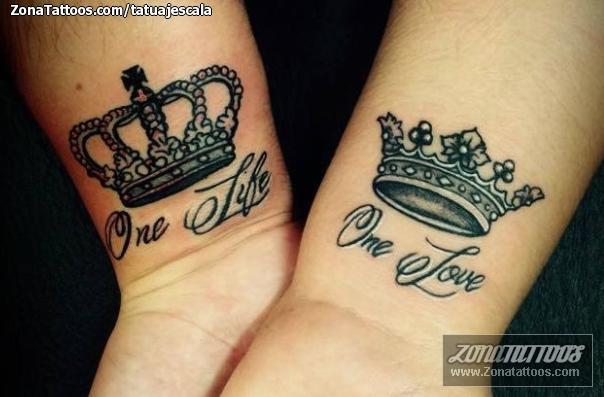 Tatuaje De Coronas Letras Muñeca