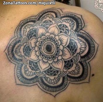 Tatuaje De Mándalas Hombro