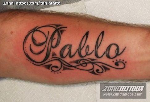 La de los tatuajes mostrando las nalgas - 4 3