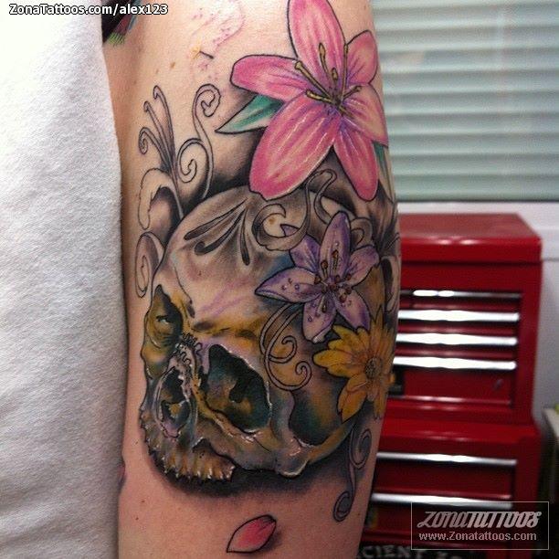 Tatuaje De Calaveras Flores