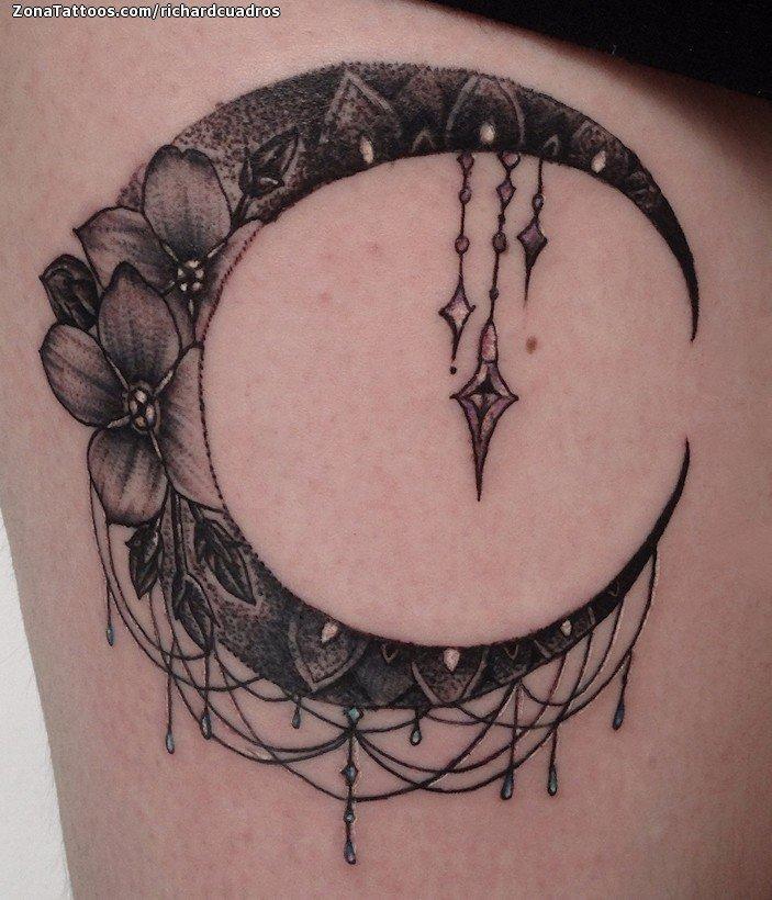 Tatuaje De Lunas Astronomía Flores